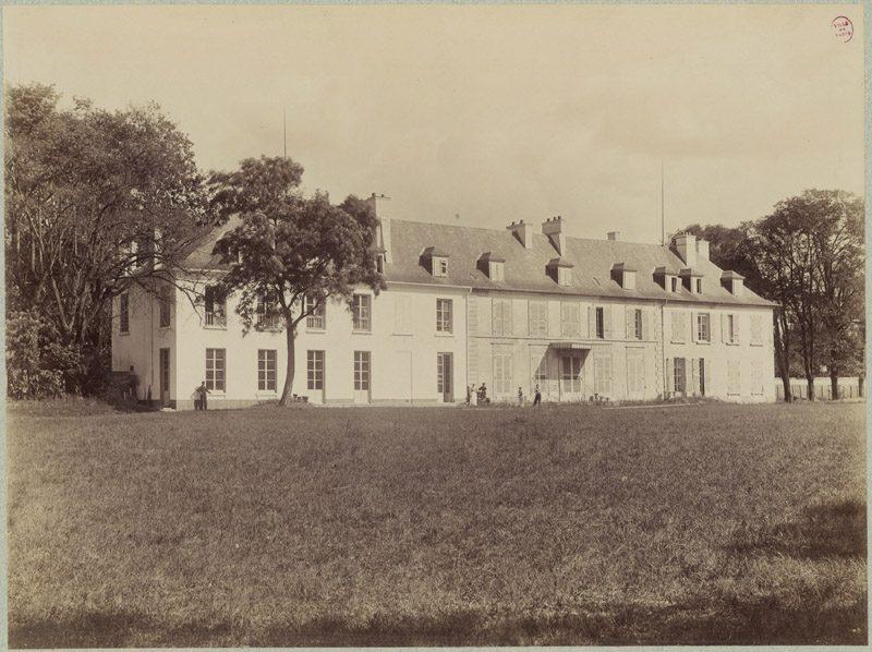 Photographie du château côté jardin aux environs de 1900.